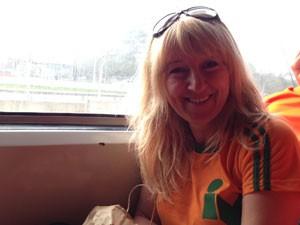 Empresária gostou do contato com o samba (Foto: Ana Carolina Moreno/ G1)