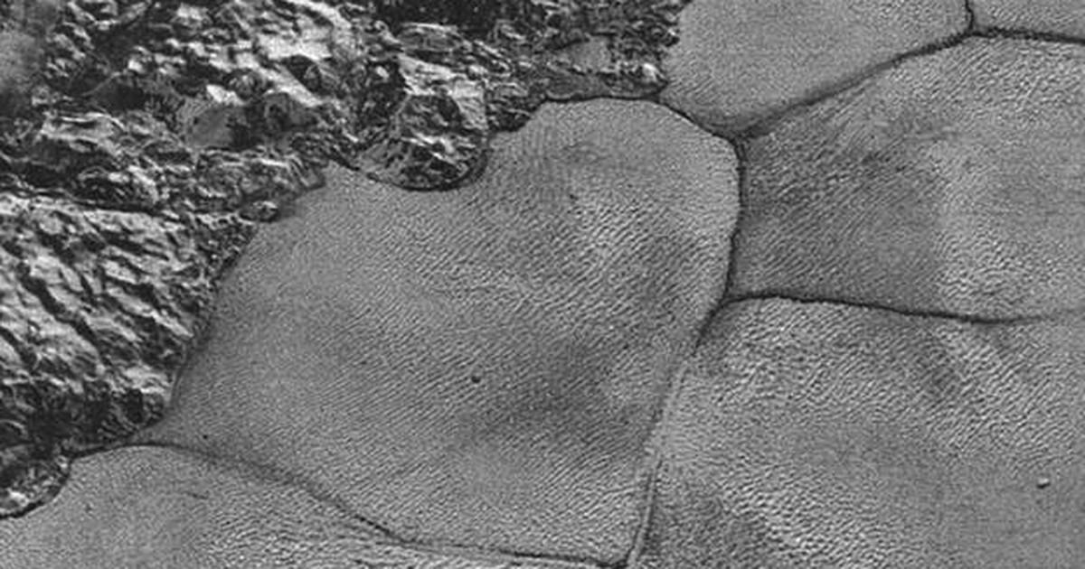 As misteriosas montanhas flutuantes de gelo de Plutão que intrigam cientistas