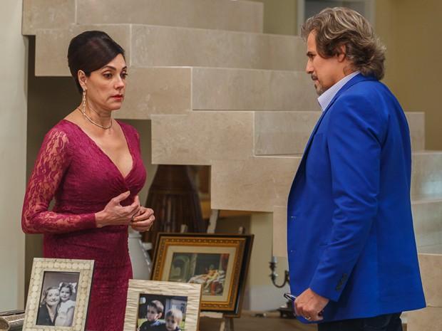 Marcelo fala com Maria Inês sobre Úrsula (Foto: Artur Meninea/Gshow)