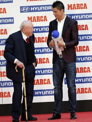 Di Stefano e Cristiano Ronaldo durante premiação do jornal MARCA (Foto: Reprodução José A. Garcia / Marca)