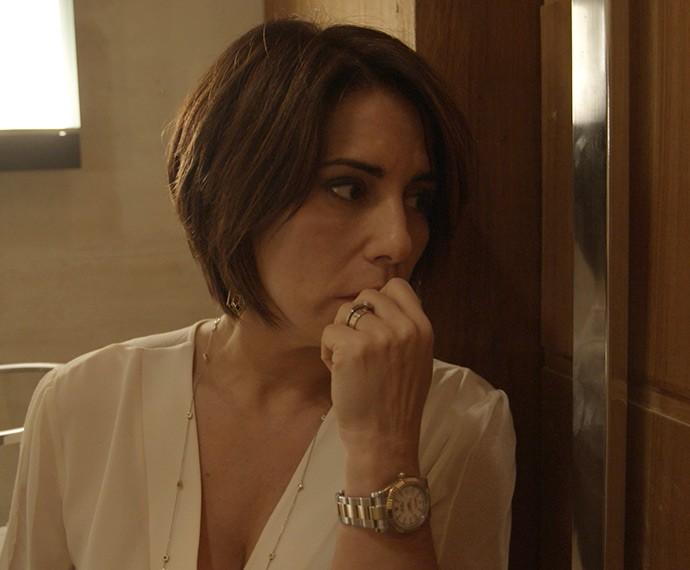 Beatriz ouve tiro e tem certeza de que Evandro está morto (Foto: TV Globo)