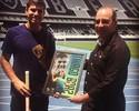 Thiago Braz retorna ao Engenhão e recebe homenagem do Botafogo