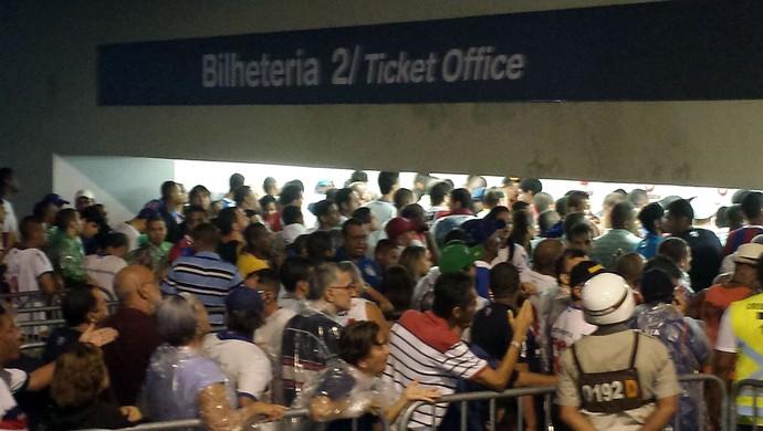 Fila na bilheteria da Arena Fonte Nova (Foto: Thiago Pereira)