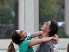 Sem crise! Du Moscovis aparece aos beijos com Cynthia Howlett