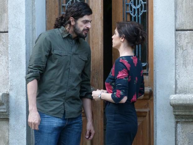 Jairo diz que dinheiro não é problema e Cora se anima (Foto: Gshow)