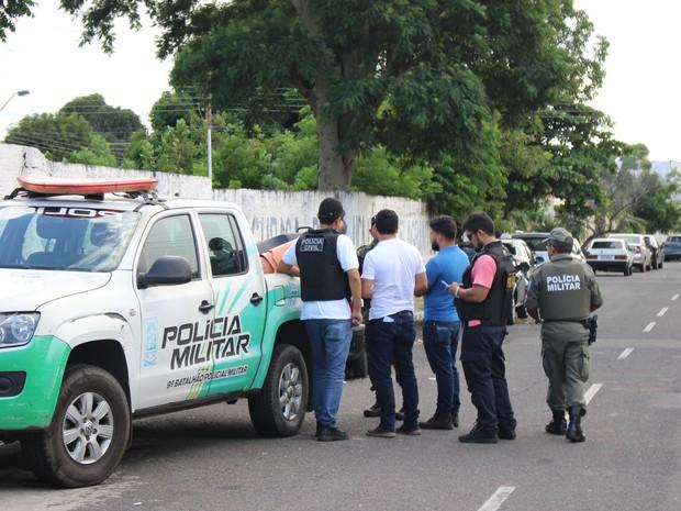 Suspeitos foram presos poucas horas após o crime (Foto: Ellyo Teixeira/G1)
