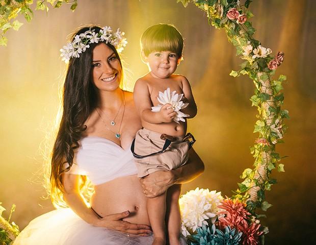 Thayra Machado, e o filho, Davi (Foto: Lidi Lopez)