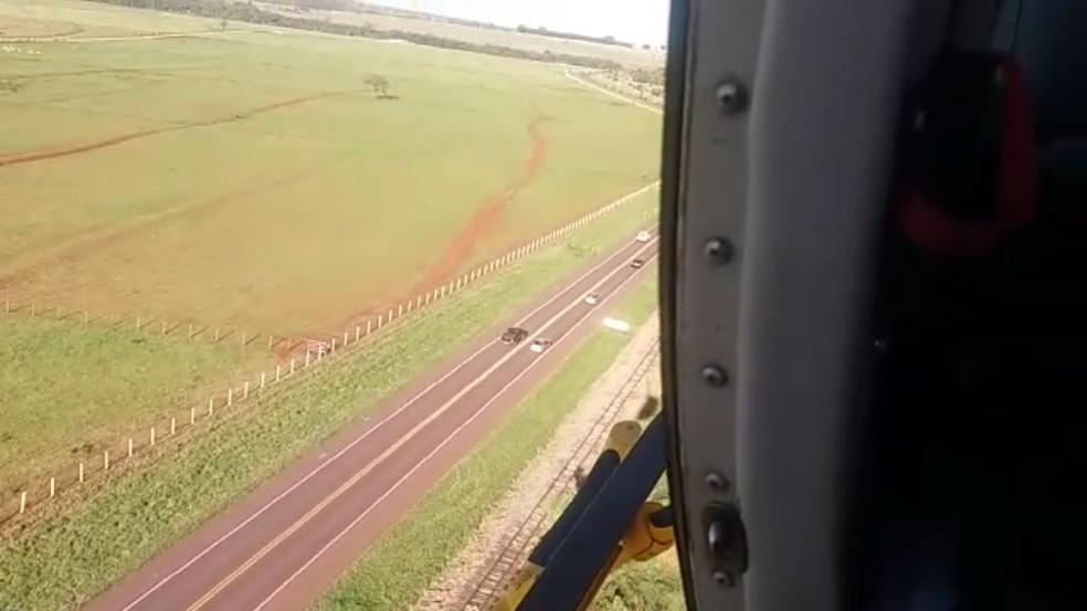 Patrulha aérea autuou motoristas que fizeram ultrapassagens proibidas (Foto: PRF/Divulgação)