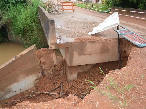 Cabeceira da ponte em Cacoal, RO (Foto: Pâmela Fernandes/G1)