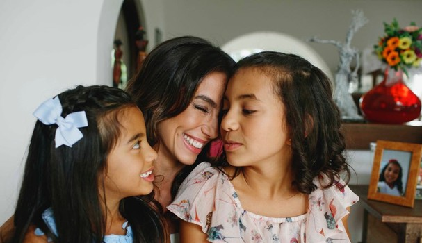 A atriz Tania Kahlill e suas filhas, Isabela (9) e Laura (5) (Foto: Divulgação)