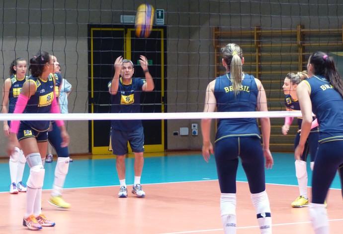 Mundial de vôlei feminino - treino do Brasil na Itália (Foto: Lydia Gismondi)