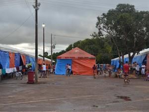 Abrigo do Parque de Exposições foi o primeiro a ser montado pelo governdo do Acre para atender os desabrigados (Foto: Iryá Rodrigues/G1)