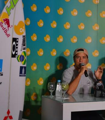 Mineirinho surfe coletiva adriano de souza (Foto: Tiago Leme)