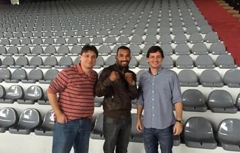 """Esquiva visita ginásio de Vitória e cogita luta: """"Estamos negociando"""""""