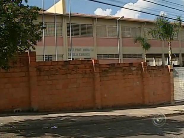 Segundo a Secretaria de Educação, professora foi afastada (Foto: Reprodução / TV TEM)
