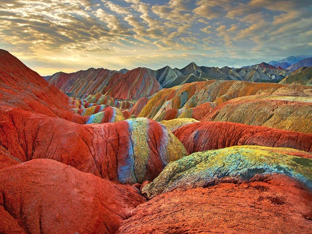 Montanhas coloridas do Parque Geológico Zhangye Danxia, na China (Foto: Xin Ran/Imaginechina)