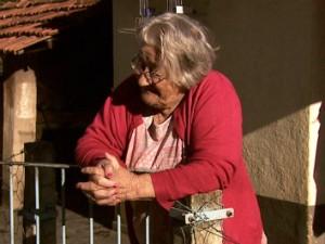 Dona Zilda Cavini de 85 anos teve de fugir dos conflitos quando era criança (Foto: Reprodução/EPTV)