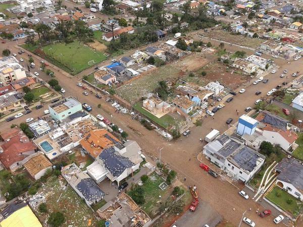 Dia 21: sete bairros foram atingidos pelo tornado em Xanxerê (Foto: BOA/Divulgação)