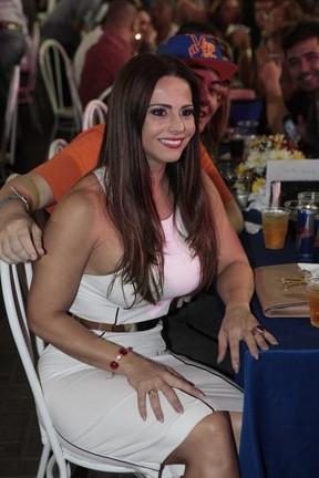 Viviane Araújo em evento na Cidade do Samba, na Zona Portuária do Rio (Foto: Isac Luz/ EGO)