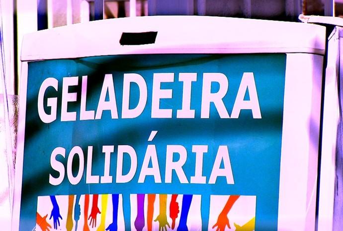'Geladeira Solidária' é uma iniciativa que ajuda moradores de rua (Foto: Reprodução/TV TEM)