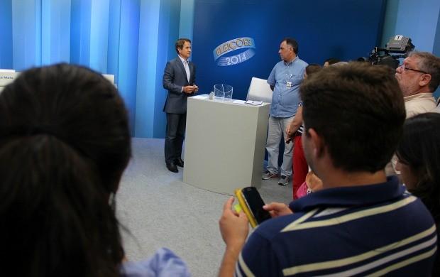 Reunião define detalhes para debate em Manaus (Foto: Katiúscia Monteiro/ TV Amazonas)