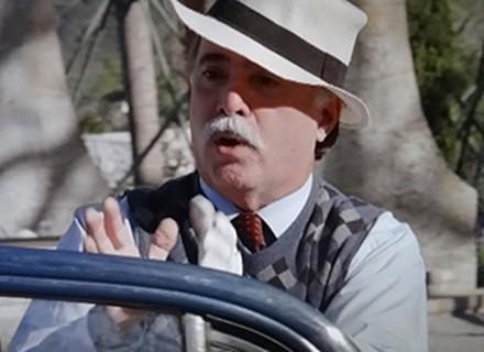 Vai sobrar para o Nando! Otávio manda o motorista se livrar dos tacos falsos de Charlô
