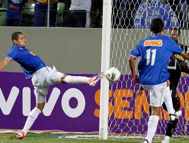 wellington paulista, Cruzeiro x Figueirense (Foto: Washington Alves / Vipcomm)