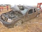 Mulher morre e homem fica ferido após caminhonete capotar na BA-460