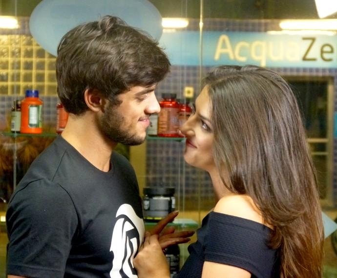 Cobra e Jade abandonariam seus sonhos para ficarem juntos (Foto: Gshow)