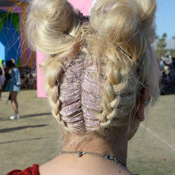 INDIO, CA - APRIL 15:  A festivalgoer (hair detail) attends day 2 of the 2017 Coachella Valley Music & Arts Festival Weekend 1 at the Empire Polo Club on April 15, 2017 in Indio, California.  (Photo by Matt Cowan/Getty Images for Coachella) (Foto: Getty Images for Coachella)