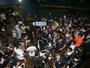 Torcedores protestam fora da sede do Remo durante reunião do Condel
