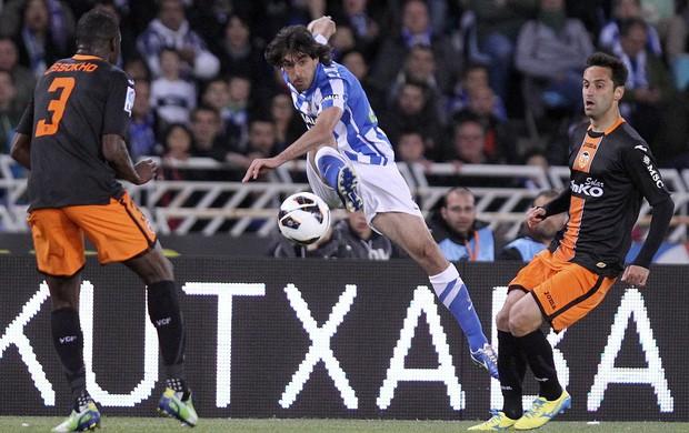 Aly Cissokho Carlos Martinez do Real Sociedad x Valencia (Foto: EFE)