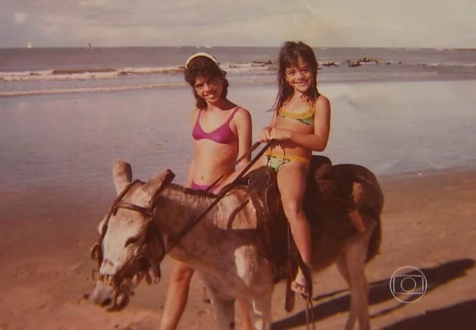 Carol Castro faz passeio quando criança (Foto: TV Globo)