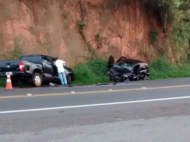 Dois carros colidiram na Rondon em Botucatu (Foto: Divulgação / Guarda Municipal de Botucatu)
