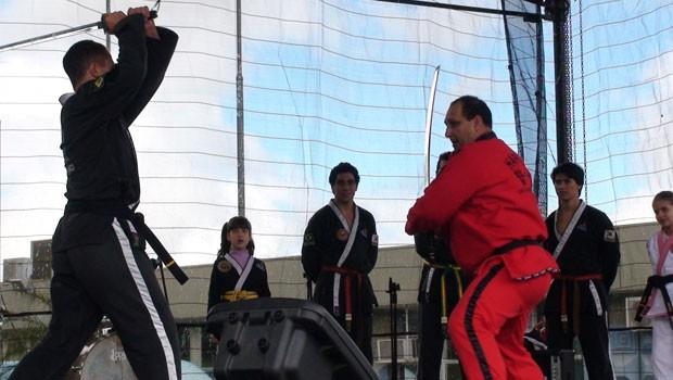 Apresentação de artes marciais chamou a atenção do público (Foto: Divulgação/RPC TV)