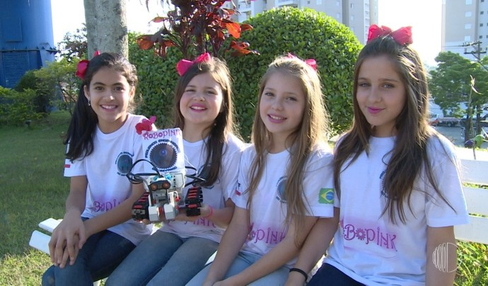 Quatro meninas dão um show quando o assunto é robótica  (Foto: Reprodução / TV Diário )
