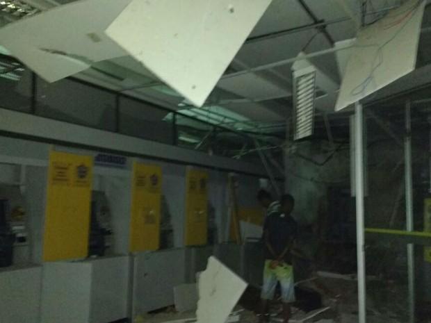 Agências ficaram destruídas após explosões na Bahia (Foto: Giro em Ipiaú )