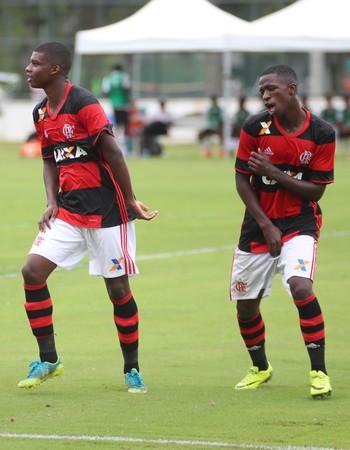 Lincoln e Vinicius Flamengo sub-17 (Foto: Gilvan de Souza/Flamengo)