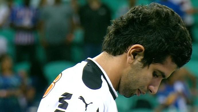 Atacante Guilherme foi substituído ainda no primeiro tempo da partida contra o Bahia (Foto: Reprodução/Sportv)