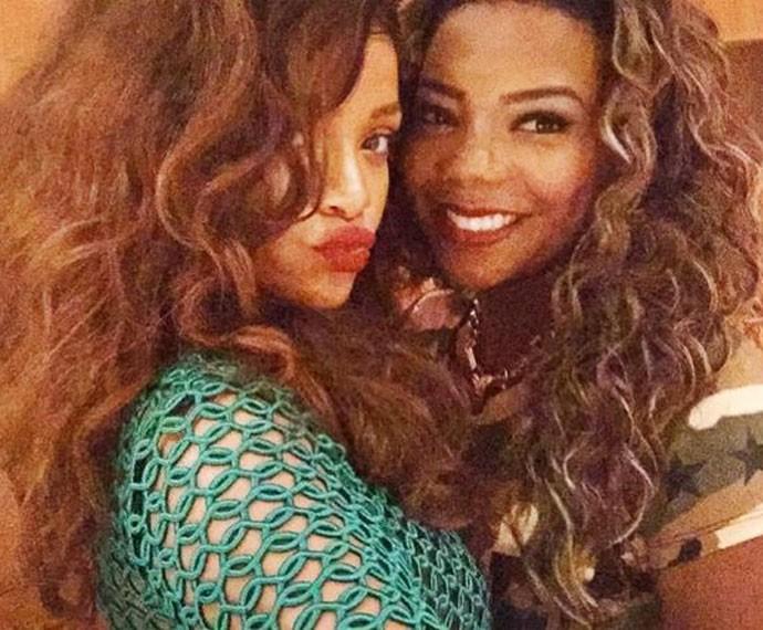 Ludmilla 'ostenta' sua selfie com Rihanna e revela sonho de parceria musical com a caribenha (Foto: Reprodução)