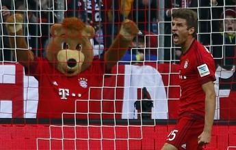 Thomas Müller disputa gol mais belo da Europa com Håvard Nordtveit