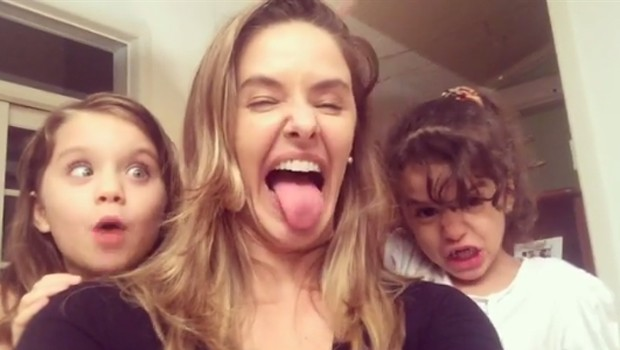 Bianca Rinaldi entre as filhas Beatriz e Sofia (Foto: Reprodução/Instagram)