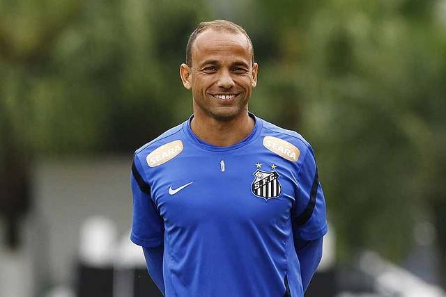 Léo se despede do Santos neste sábado em partida comemorativa (Foto: Ricardo Saibun/Santos FC)