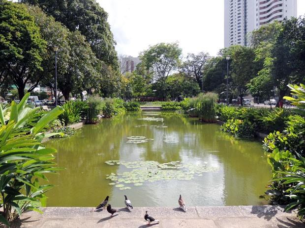 Entre os jardins contemplados, está a Praça de Casa Forte, a primeira praça projetada por Burle Marx no Recife. Em junho, o espaço já havia sido tombado pelo Iphan (Foto: Marina Barbosa / G1)