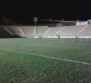 Estádio Soares de Azevedo Muriaé arquibancada (Foto: Raphael Lemos)
