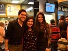 Ex-BBBs Andressa e Nasser vão ao teatro e fazem sucesso com fãs