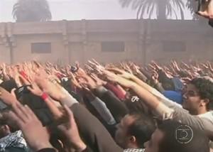 Protestos no Egito para lembrar Primavera Árabe (Foto: Reprodução/Rede Globo)
