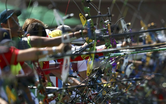 Tiro com arco Sambódromo  (Foto: REUTERS/Yves Herman)