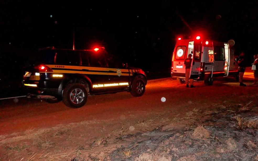 PRF foi até o local do acidente para registrar o caso (Foto: Jadiel Luiz/Blog SigiVilares)