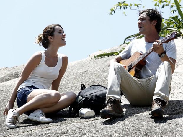 O casal tem a primeira viagem junto (Foto: Gshow)